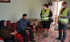 İcra Hakimiyyətinin işçiləri yaşlı insanların evlərinə ayaqqabı ilə girdilər - FOTO