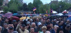 Yerevanda polislə etirazçılar arasında toqquşma (Canlı yayım)
