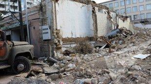 Bakının mərkəzində şiddət yaşanır: sakinləri zorla evlərindən çıxarırlar