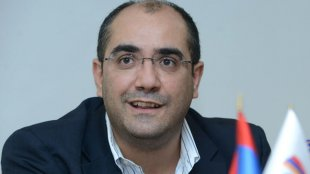 Ermənistanda nazir istefa verib aksiyaçılara qoşuldu