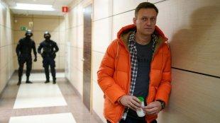 Navalnıya 30 sutka həbs cəzası verildi