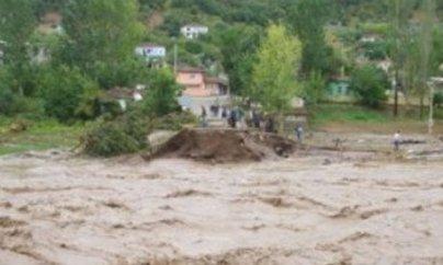 İsmayıllıda kəndləri sel basdı: yollar, körpülər dağıldı, 12 yaşlı qızı sel apardı