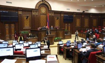 Ermənistan da dövlət büdcəsini azaldır