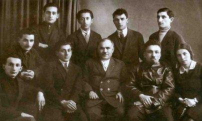Azərbaycan yazıçıları bir-birlərini satıb vəzifəyə gedirdilər...