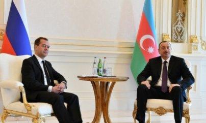 İlham Əliyev Moskvaya gedir, Medvedev isə Bakıya gəlir