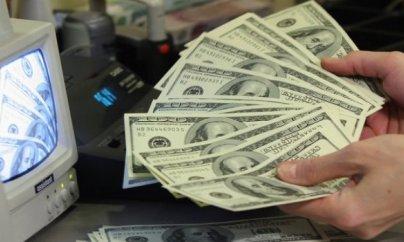 Azərbaycanda dollar 1.60 manata düşdü