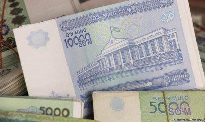 Özbəkistan milli valyutanı yarıbayarı devalvasiya etdi