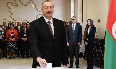 Azərbaycan prezidenti pop ulduzlarını demokratiyadan üstün tutur