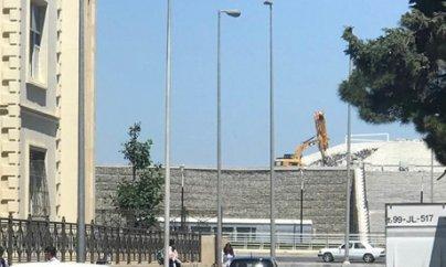 Bayraq Meydanı sökülür
