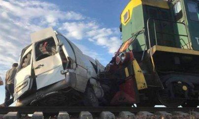 Bakıda avtobusla qatar toqquşub: 1 məktəbli ölüb,26 yaralı var - VİDEO
