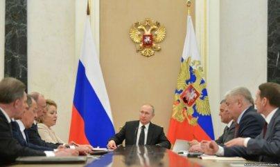 Putin Rusiya pasportları ilə bağlı fərman imzaladı