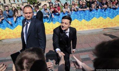 """Zelenskiy məmurlara: """"Prezidentin yox, uşaqlarınızın şəklini asın"""""""
