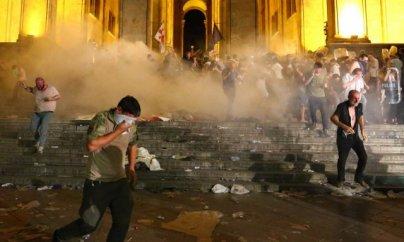 Tbilisidə etiraz aksiyasında saxlananların sayı açıqlanıb