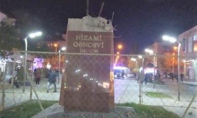 Sumqayıtda Nizami Gəncəvinin heykəli yoxa çıxıb - FOTO