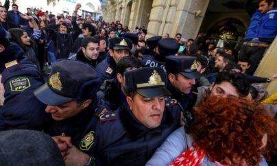 Feministlərin aksiyasında jurnalistlərə qarşı polis zorakılığı
