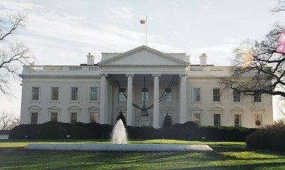 Qərb mediası ABŞ-ı qoyduğu sanksiyaları pozmaqda günahlandırdı
