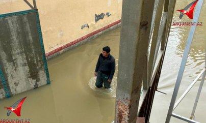 Xocahəsən anbarı daşıb, sahibkarların obyektlərini su basıb... (VİDEO)