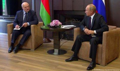 Putin Lukaşenkoya yardım edir