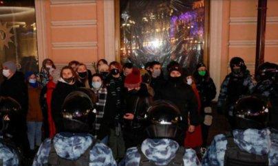 Rusiyada Navalnıya dəstək aksiyasında iştirak edən məktəbli həbs edildi