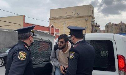 Jurnalist qoluna qandal vurularaq məhkəməyə gətirildi