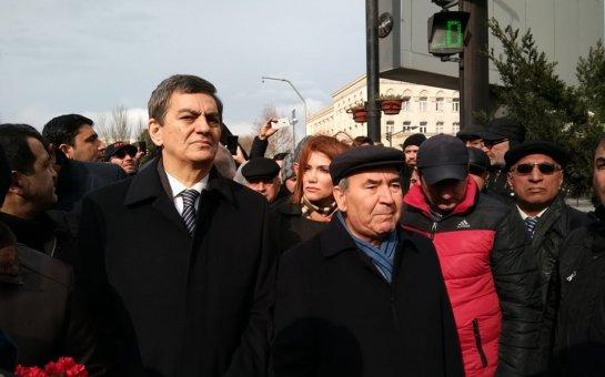 Milli Şura şəhidləri ziyarət etdi